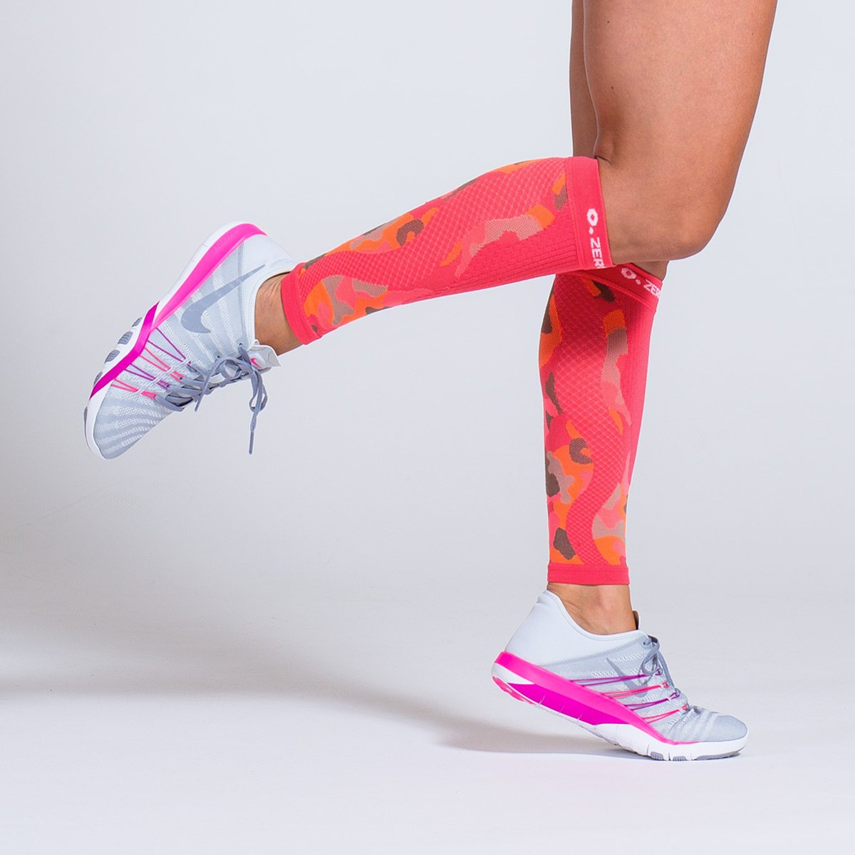 A Look at the Difference Between Compression Socks and Sleeves