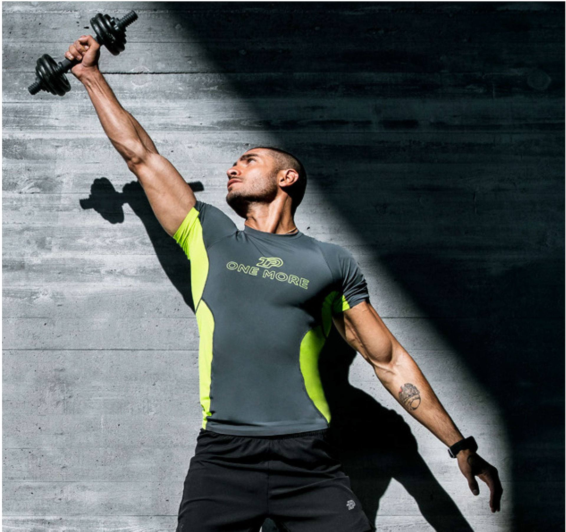 A Look at the Benefits of Compression Clothing for Weight Training